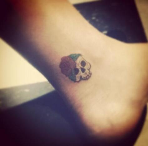 Chelsea_Houska_skull_tattoo-490x485