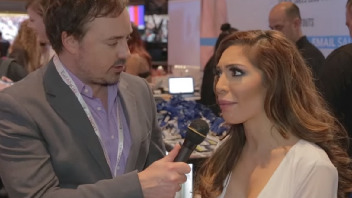 """Farrah Abraham Has the Worst Interview Ever… and it's Hilarious. """"Who's the Celebrity?"""""""
