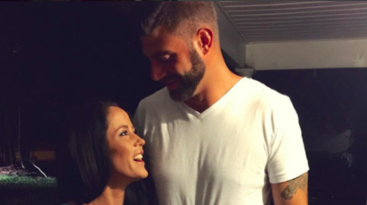 Photo Surfaces! Jenelle Evans Pregnant Again!?